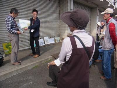 5/26永江先生(左)と待井先生(右)による講評の様子