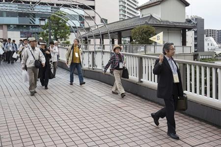 2班に分かれて、草津駅から東海道へ向かいます。