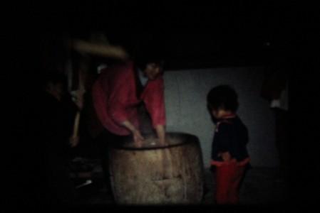 小林さん撮影の8ミリフィルム 大津市仰木地区のお正月準備の餅つきの様子