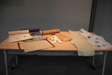 受講者に触れてもらいたいと紹介された近江上布や麻の作品