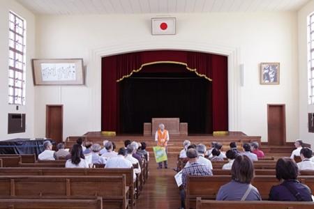 豊郷小学校旧校舎講堂 (撮影:津田睦美研究員)