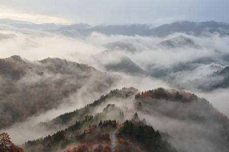 小入谷 -雲海に包まれる針畑- 写真:寿福滋