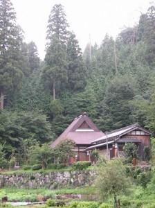 山裾に佇む黒田観音寺