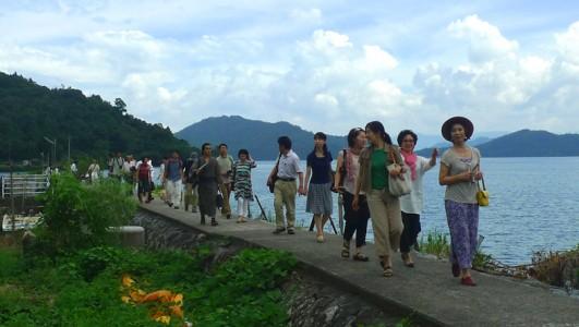 滋賀の様々な場所で活躍するコアサポーターの皆さんと沖島に上陸