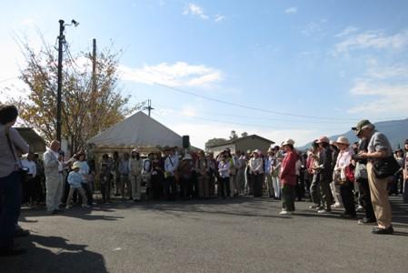 全国各地から約200名が集まった参加者を前に仰木の廣岡自治連合会長が喜びのあいさつ