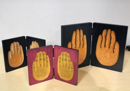 柒+(ナナプラス) 持ち運びができる、御仏の手をイメージした祈るかたちの提案