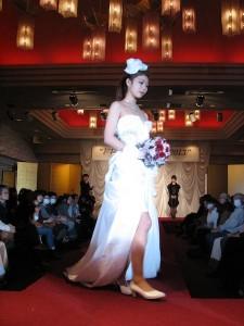 成田修 (空間デザイン領域アシスタント)デザインのウエディングドレス