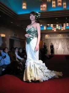 加藤沙知(ファッションデザインコース3年生)がデザインしたウエディングドレス