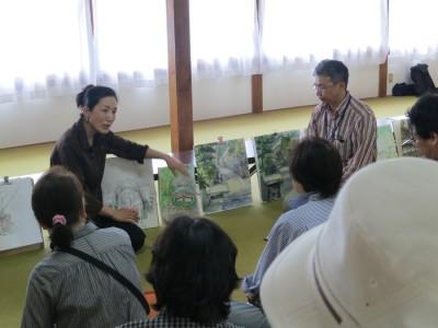 講評会の様子。 左:北村美佳先生 右:永江弘之先生