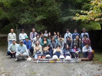 仰木滝壺神社前で最後に記念撮影