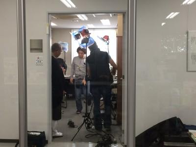 近江学研究所の所長室にて撮影が行われました。
