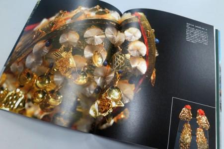 写真家寿福滋による「金への畏敬グラビアページ」