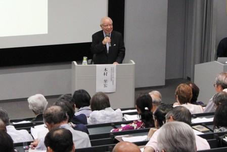 楽しい話を織り交ぜながら歴史の魅力を語る木村顧問