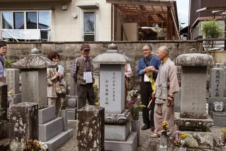 日本画家高田敬輔のお墓をお参り 撮影:津田睦美