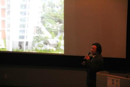 地場産業をデザインした作品など、スライドを約100枚ほど紹介いただいた