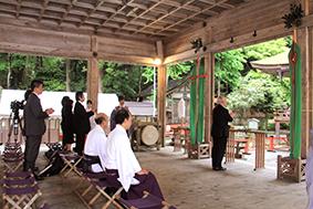 奉告祭 玉串奉納 木村近江学研究所所長に合わせて、大学参加者も拝礼しました。