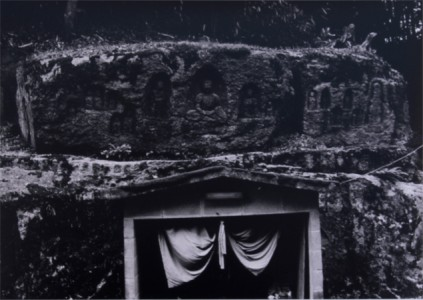 田村彰敏さん『信楽の磨崖仏』(写真)