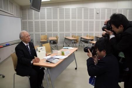 写真撮影中の木村所長