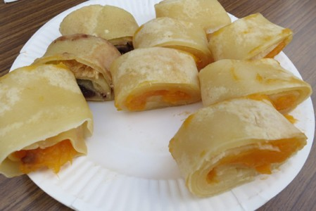 「もし」をアレンジして、カボチャペーストやアンコでロール。とてもあったかい美味しさ。