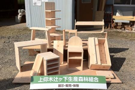 昨年度、間伐材で制作した家具類