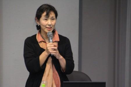前半は岩田康子氏の講演が行われました。