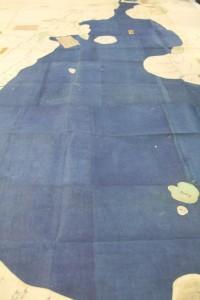 琵琶湖は「紺紙」で表現されている