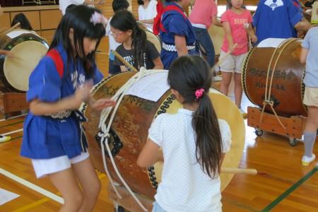 仰木太鼓のリズム「雨乞い」を習いました。