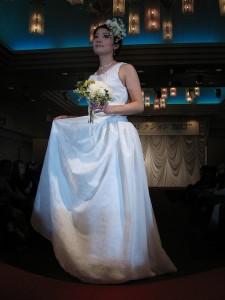 江濱沙依子(テキスタイルアートコース3年生)がデザインしたウエディングドレス