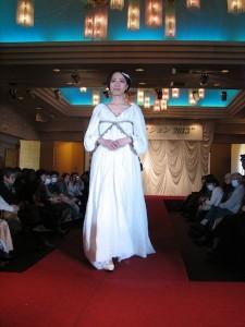 東風浜わかな(ファッションデザインコース3年生)がデザインしたウエディングドレス