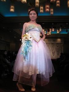 清水理紗(デザインプロデュースコース2年生)がデザインしたウエディングドレス