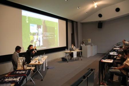 冨田酒造㈲のwebサイトを見ながら商品の解説をしながら対談